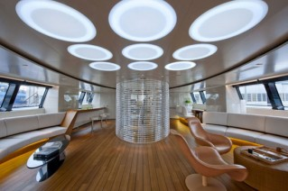 Interior of the sailing yacht Panthalassa .png