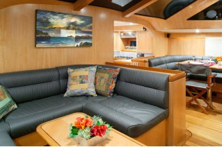 Intrigue yacht - saloon
