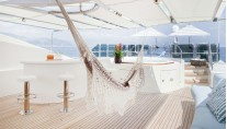 JO superyacht - Sun Deck Bar and Spa Pool