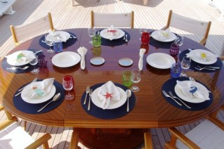 LADIES FIRST - Alfresco dining