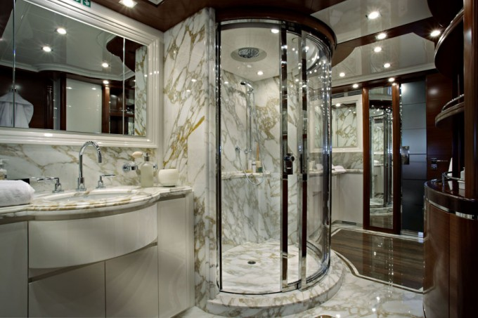 LADY BELMOR Master Bathroom Luxury Yacht Image
