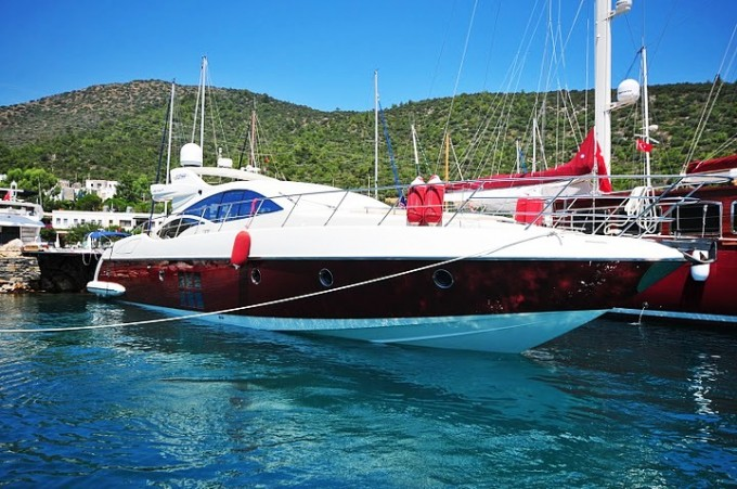 LADY IN RED Azimut 68S