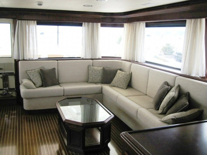 LAVINA - The Upper Saloon