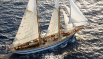 Lady Thuraya -  Cruising