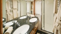 Lady Zehava yacht - bathroom
