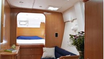 Lagoon 420 - owner version cabin