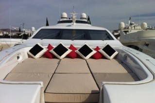 Leopard ADDICTION -  Foredeck.JPG
