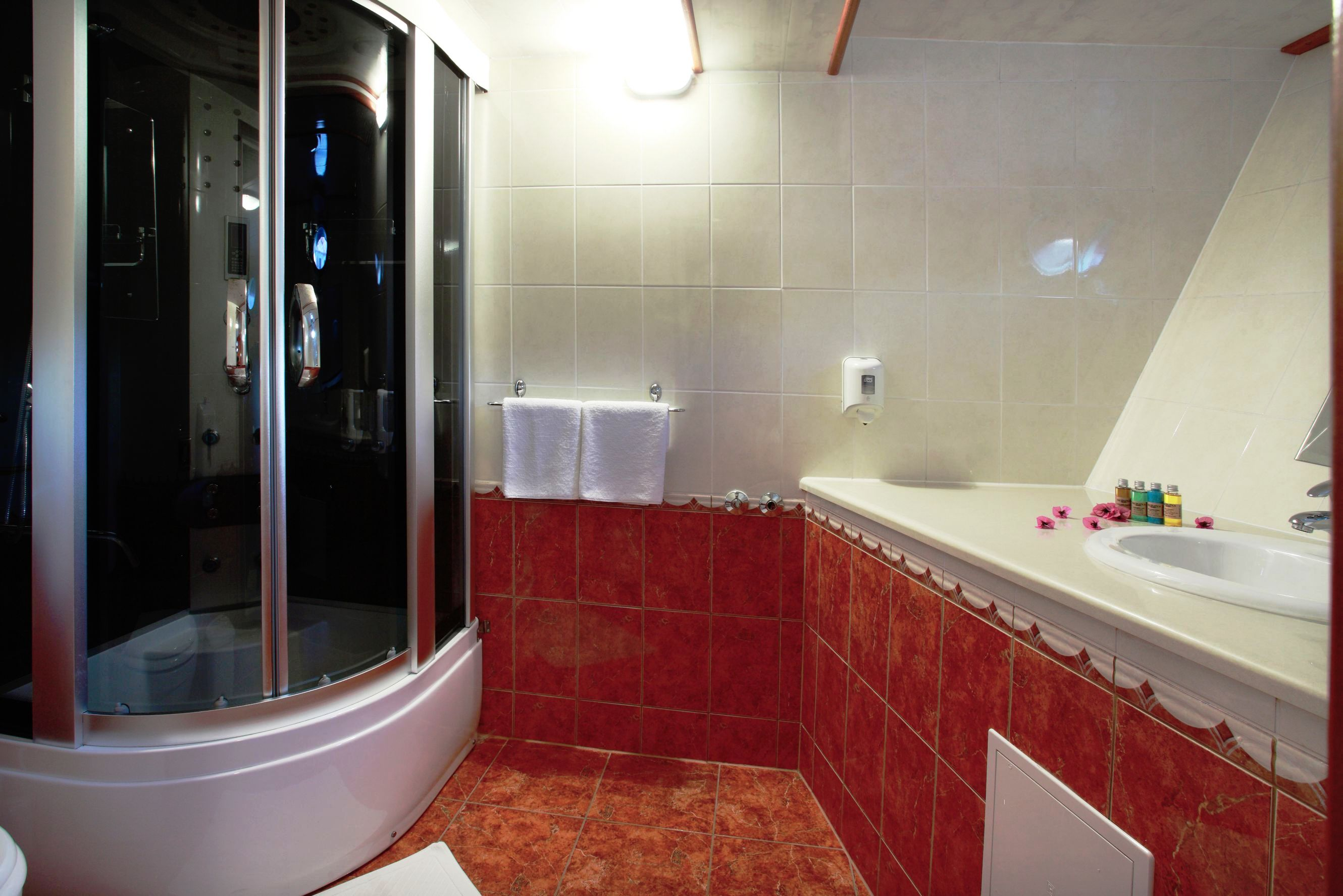 And Bathroom Algol IV Bathroom Luxury Yacht Gallery Browser