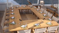 Lurssen yacht TV - Alfresco dining
