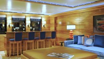 Lurssen yacht TV - Bar
