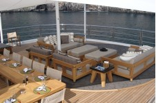 Lurssen yacht TV - Upper deck view