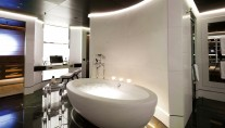 Luxury Yacht Numptia - Owners suite bath