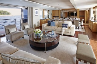 Luxury Yacht SOLARIS - Princess 40.png