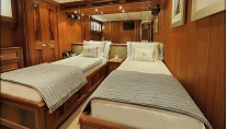 Luxury charter yacht VIVIERAE - Twin Cabin