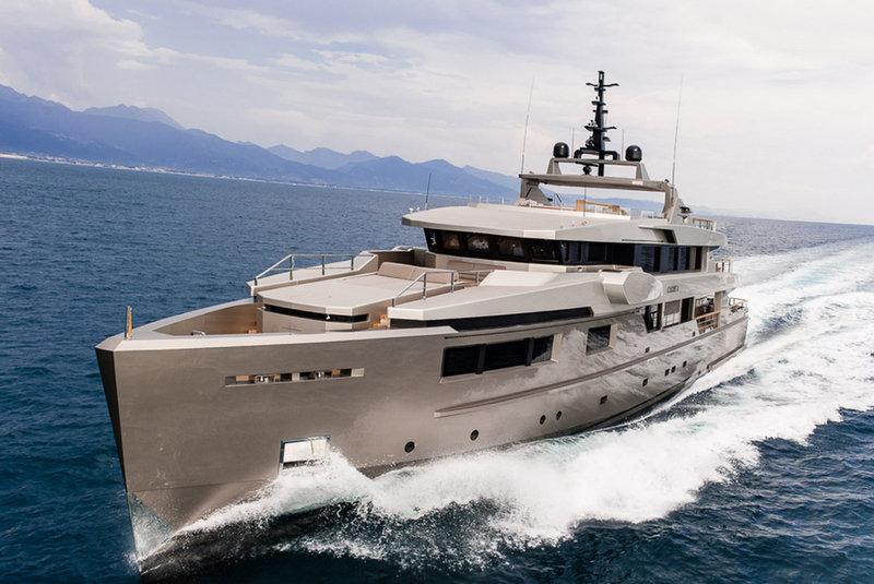 Luxury Motor Yacht Cacos V At Full Speed