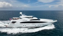 Luxury motor yacht FINISH LINE - Underway