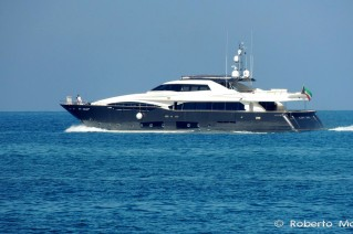Luxury motor yacht LADY DIA - Photo by Roberto Malfatti