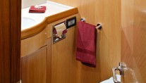 Luxury sailing yacht INTRIGUE - Bathroom