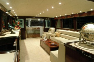 Luxury superyacht Emerald Lady - Salon.png