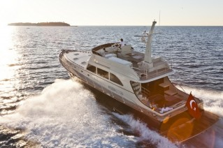 Luxury yacht 77 Flybridge by Vicem - Photo by Alberto Cocchi