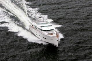 Luxury yacht 88 IPS - front view