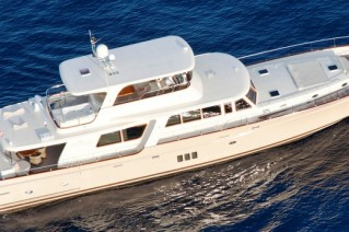 Luxury yacht 97 Cruiser from above