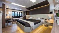 Luxury yacht Absolute 72 Fly - Cabin