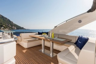 Luxury yacht Absolute 72 Fly - Exterior