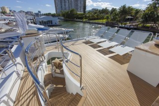 Luxury yacht Azimut 84 US Version - Exterior.JPG
