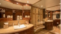 Luxury yacht Carbon Copy - Bathroom - Photo by Quin Bisset