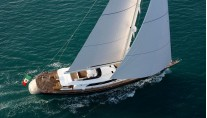 Luxury yacht Clan VIII from above