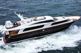 Luxury yacht JANGADA at full speed