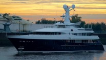 Luxury yacht KAISER - side view - Photo by DrDuu