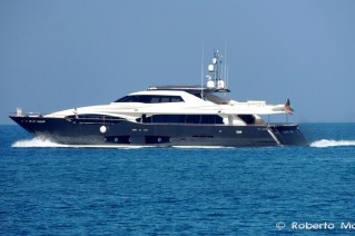 Luxury yacht Lady Dia - Photo by Roberto Malfatti