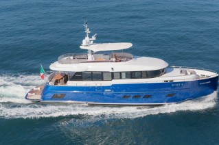 Luxury yacht Libertas - side view