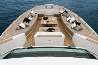 Luxury yacht MCY 86 - Bow Lounge
