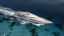 Luxury yacht Oceanic 70 from above