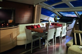 Luxury yacht Predator 80 - Dining