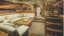 Luxury yacht R75 - Forward Galley Saloon