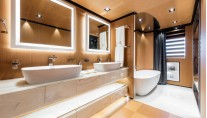 Luxury yacht SUERTE - Bathroom