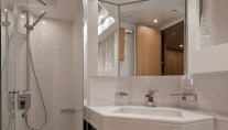 Luxury yacht Venere 70S - Bathroom-001