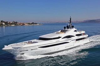 Luxury yacht Vicky