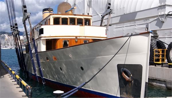 Classic Motor Yacht FAIR LADY