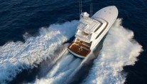 Luxury-yacht-Hatteras-77-rear-view