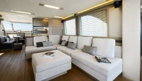 Luxury-yacht-MCY-70-Interior-001