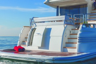 Luxury-yacht-Magellano-76-Bathing-Platform-001