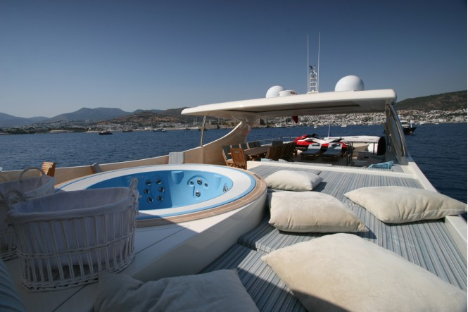 M&M - Flybridge and Jacuzzi