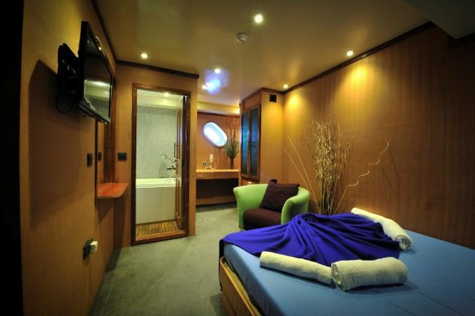 Luxury Yacht Charter Maldive Mosaique Cabin Cruiser