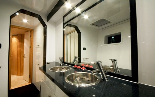 MAUNI Master Bathroom