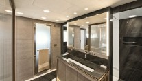 MCY 105 Yacht G - Owners cabin ensuite